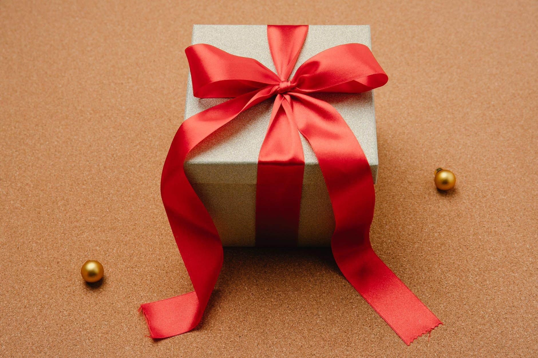 Tips Memilih Hadiah Ulang Tahun untuk Pasangan yang Memorable