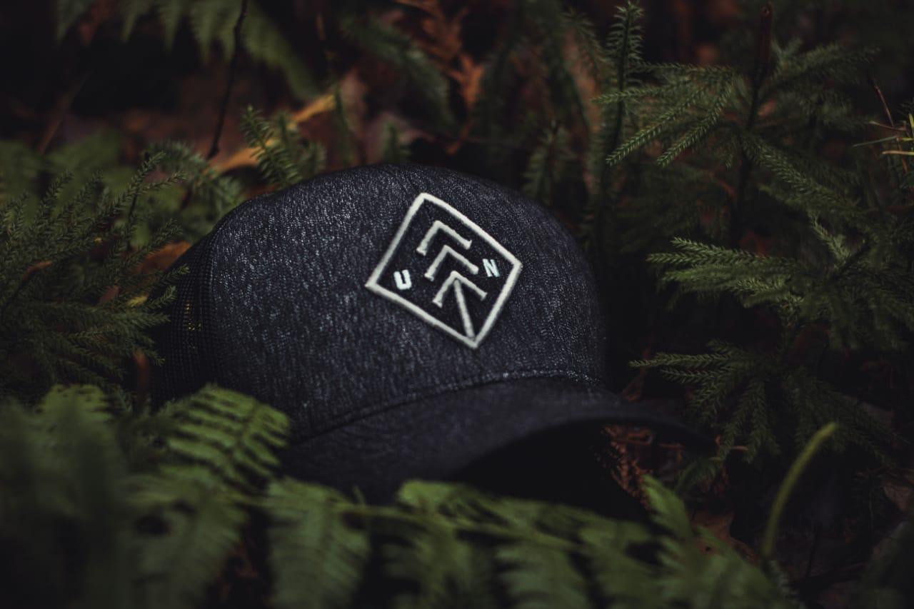 Topi Custom yang Menjadi Trend Promosi Buat Perusahaan