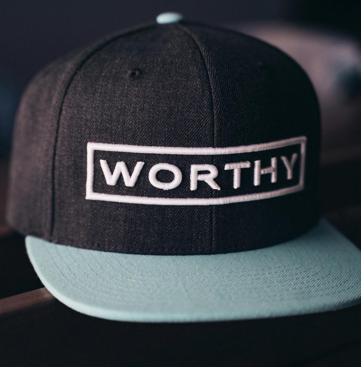 Buat Komunitas Anda Lebih Menarik dengan Topi Custom Keren