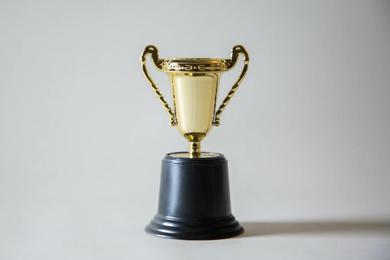 Mengenal Lebih Jauh Trophy Plakat, Salah Satu Inovasi dari Plakat